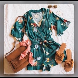 New Abercrombie & Fitch Emerald floral romper